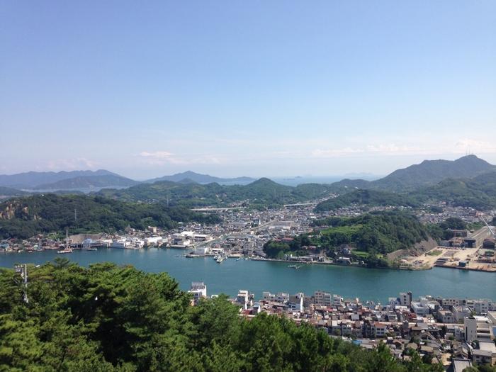 瀬戸内海に面した風光明媚な町、尾道。古き良き町並みはもちろん、最近ではおしゃれな古民家カフェや雑貨店も話題になっています。海に面しているため、近くの島々から名産があつまることでも有名です。