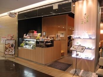 1753年に金沢で創業された京はやしやさんは、明治の初めに良い抹茶を求めて京都・宇治に進出。「お茶は飲むだけでなく、茶葉そのものを食することで、茶葉に含まれる豊富な栄養を丸ごと摂取できる」という考えのもと、沢山の抹茶フード・カフェメニューが生まれるに至りました。 東京都内にもカフェ・物販販売店が多く出展されています。(写真は池袋西武本店)