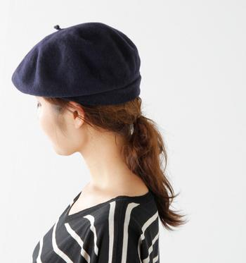 高級素材であるエキストラファインウールとセーブルをミックスして作られたフェルトベレー帽。絶妙なフォルムのベーシックなデザインは、どんなスタイリングにも邪魔にならない定番のアイテムです。
