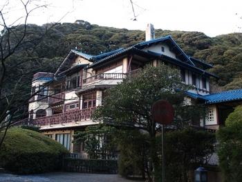 海と山が混在する、季節を問わず味わい深い街、鎌倉。一度訪れると、その奥深い魅力に虜になる人が多いといいます。 関東の住みたい街のランキングでも、比較的上位で見かけますよね。  今回は、「鎌倉」に住む人や住みたい人がどんな部分に惹かれているのか、様々な角度から考えてみました。