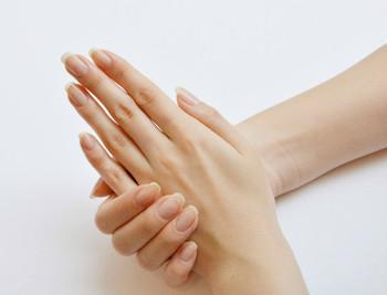 ナチュラルな爪でも丁寧にケアすれば、それだけで十分キレイ♪また自爪が整っていると、ネイルアートがいつもより美しく仕上がり、持ちもグンと良くなります。