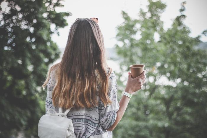 早朝の静かな町を散歩するのは、とても気持ちがいいものです。朝の散歩は単にリフレッシュできるだけでなく、体内時計をリセットして、体のコンディションを整えてくれます。また、早朝に散歩をすることで、自然と触れ合う時間が持てます。鳥のさえずりや朝日の美しさ、季節の変化など。身近な自然を体感できる早朝ウォーキングは、リラックス効果も高く、ストレス解消にもぜひおすすめです♪