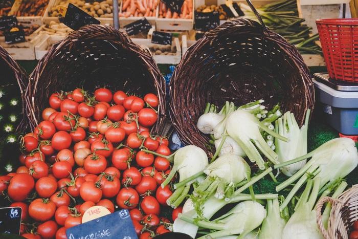 パリのマルシェで新鮮な野菜や果物を手に入れて、なるべくオーガニックの食材でシンプルなお料理を作って食べる。太らないし、体にもやさしい。