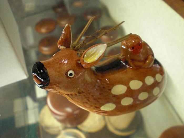 宮島のいたるところに生息している鹿。そんな鹿をモチーフにしたこんなかわいい物もあるんです。こちらは笛になってるそうです。形に残るものをプレゼントしたいあなたにおすすめのお土産品です。