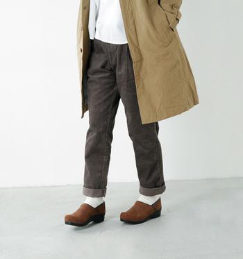 メンズブランドRINEN(リネン)のレディースライン。シンプルな普段着のコンセプト通り、ナチュラルファッションと相性good。ロールアップして着ると、抜け感がいい感じ。