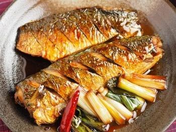 ■フライパンで出来るさばの照り焼き こちらもフライパンで出来る、サバの照り焼きレシピです。はじめに、魚にしっかりと焼き目をつけるのがポイントです。付け合せのとろとろネギも美味しく、簡単に美味しく作れるので、是非試してみてくださいね。