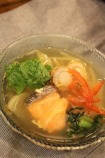 こちらは鮭とホタテが美味しい海鮮スープ。このスープにフォーを入れ、ひと煮立ちさせると、麺に味が染み込んで美味しいですよ♪