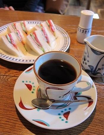 ふわふわのサンドイッチとコーヒー。(画像:筆者)。