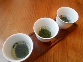 こちらのお店の特徴は、日本茶ソムリエがいるということ。好みの日本茶を告げると、さまざまなお茶を紹介してもらえます。おすすめは、飲み比べのセット。一口にお茶と言っても、こんなに味が違うのか!という、驚きの体験ができますよ。