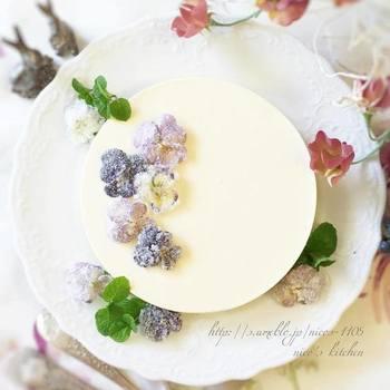 真っ白なチーズケーキにちりばめて、上品な色合いと香りを楽しんで。