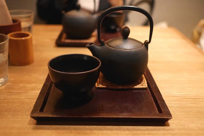 ドリンクは、京都宇治 玉露などの本格的な日本茶を楽しめるメニューから、香りや味をアレンジしたブレンド茶まで、さまざまなお茶が用意されています。