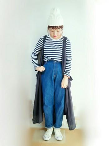 ワンピースを羽織って上級テクみせな着こなしは、おしゃれさんだからこそのコーディネート術!定番のボーダーTシャツとのスタイルも、きれいめで大人っぽいカジュアルコーデに。