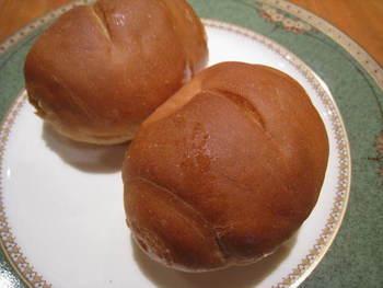 「サニーパン」は一見小さなコッペパン風。
