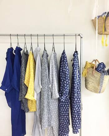 今季は個性的で華やかなアイテムがトレンドの兆しです。ナチュラルに取り入れるためには、カラーやデザインを落ち着いたものに変えたり、ファッション雑貨にすることなど。ちょっぴり工夫をすることで、おしゃれの楽しみ方も増えますよ!