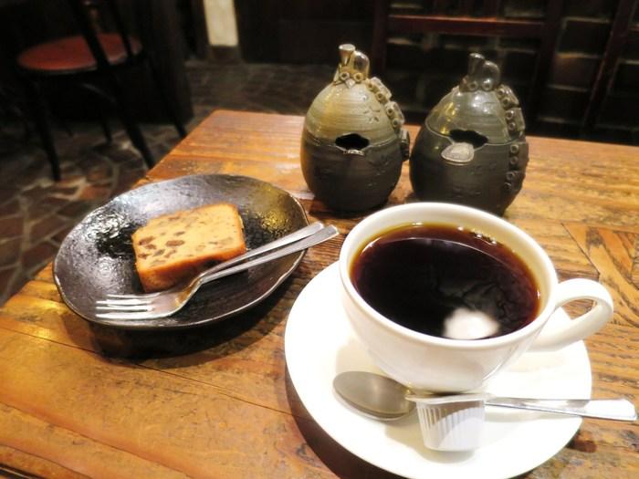 時が止まったような素敵な空間の中でいただくコーヒーとパウンドケーキ。お買い物で歩き回った後に、ゆっくりと味わいたいですね。