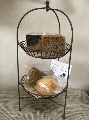 <米粉シリーズ>のマフィンやスコーンなどは、小麦粉の代わりに米粉が使われています。米粉らしくふんわりもっちりした感触が楽しめる本格派、水分量が多く独特のしっとり感がたまりません。