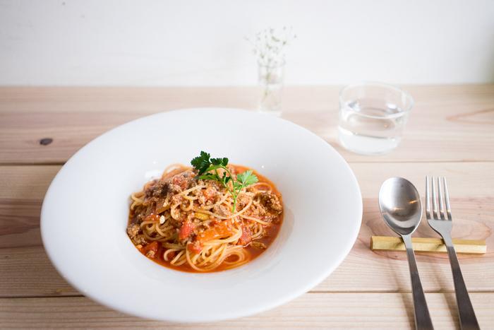 日替りのパスタやピザなど、ランチメニューも豊富。モーニング、ランチ、カフェ、ディナーとそれぞれの時間帯で楽しめるレストランです。