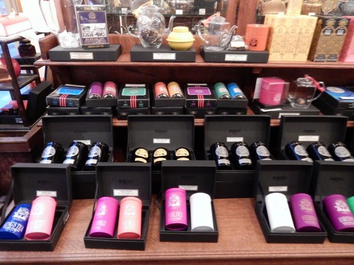 紅茶だけでなく、緑茶やフレーバーティーなども数多く販売しています。