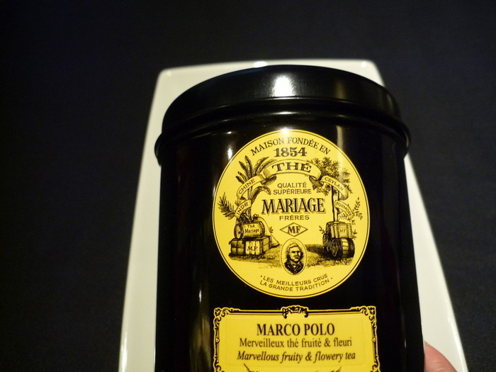 マリアージュ フレールの代表とも言えるのが、1番人気のフレーバー「マルコポーロ」。甘い花と果物の芳香が魅力です。ストレートはもちろん、ミルクティーにもぴったり。