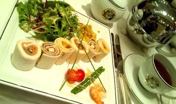 どちらのお店もケーキ以外にランチコースがあり、前菜とスープのどちらか、メインも6種類から一品を選ぶことができます。どのメイン料理にも一番合う紅茶がセットで提供されます。