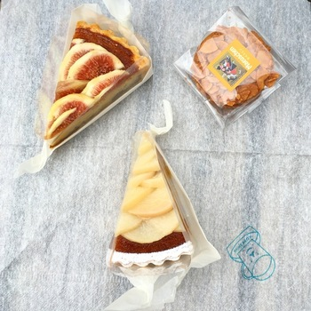 丁寧に作られたイチジクのタルトや、桃のタルトが美味しそう!