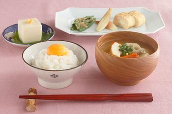 粗食とは、決して粗末な食事を意味するものではありません。一汁一菜、つまりご飯とお味噌汁に少しのお漬物などの食事の事を粗食と呼びます。