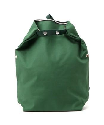 ステッチアンドソーのリュックは実は3wayの機能的なバッグです。リュック、手提げ、ショルダーと使い分けることができます。赤ちゃんと一緒のおでかけにはとても便利ですよね。
