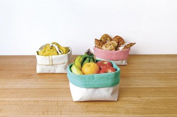 カラフルな保存袋なら、キッチンがもっと楽しい空間に♪綿麻素材なので通気性が良く、じゃがいもなどの根菜類を常温保存しておくのに役立ちます。