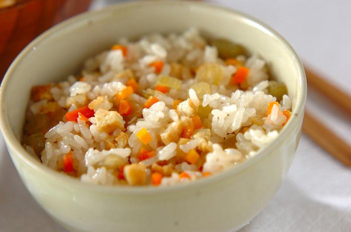 フキを入れて、春の香り漂う美味しい炊き込みご飯。もち米入りで、冷めてもモチモチの食感が楽しめます。