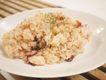 時には洋風炊き込みご飯はいかが? 夏の日差しをたっぷり浴びて完熟したトマトで美味しい炊き込みご飯がつくれます。