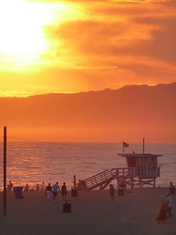 """日本でも根強い人気のアメリカ本土の観光地、""""LA""""こと""""ロサンゼルス""""は、西海岸のカリフォルニア州を代表する都市です。"""