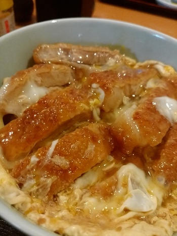 ミニカツ丼セットもおすすめです。うどん屋さんのカツ丼っておいしいですよね。