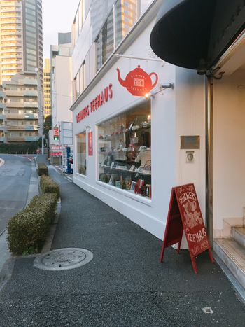 六本木国立新美術館向かいにアジア1号店となる六本木店があります。駅から少し離れていることもあり、比較的ゆっくりすごせますよ。