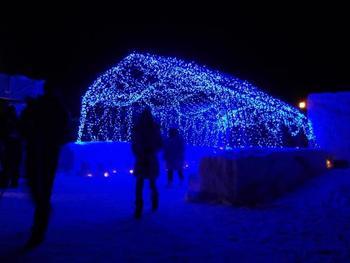 LEDの青くキレイなトンネルを抜けると、とっても素敵な世界が広がっています!