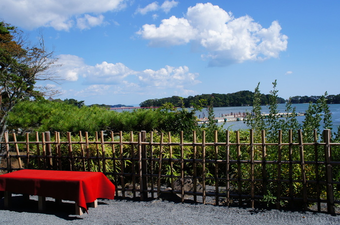 松尾芭蕉が愛した場所としても広く知られる松島。 全国のゴルファーたちによって松の植樹が行われていたりと、たくさんの人たちに愛され、守られています。