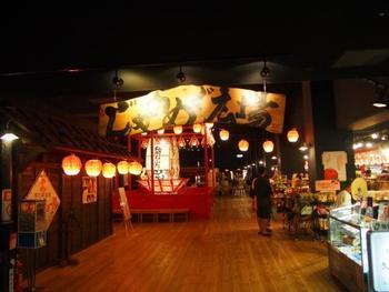館内では青森の魅力をたっぷりと感じることができるショーやお土産コーナーもあります。