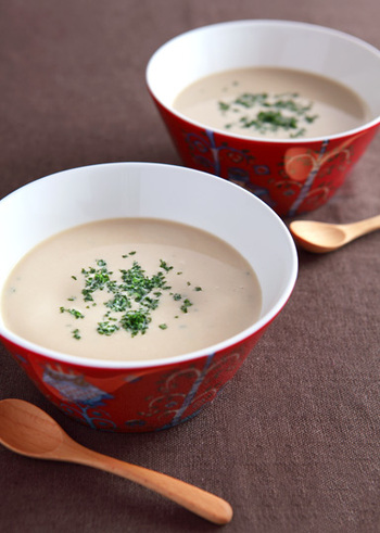 スープメーカーをお持ちの方にぜひお試しいただきたいのが、こちらのポタージュのレシピ。材料を入れてスイッチを押すだけで、濃厚な香りのポタージュが完成します。もちろん普通のお鍋とミキサーを使って作ることもできますよ♪