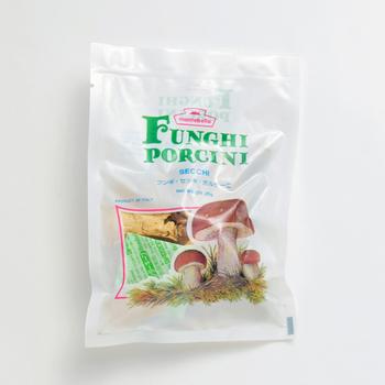 料理用に販売されているポルチーニ茸は、主にイタリア産の乾燥させたタイプです。とても香りが良く、お店のような味に仕上がりますよ!さっそくレシピを見ていきましょう。