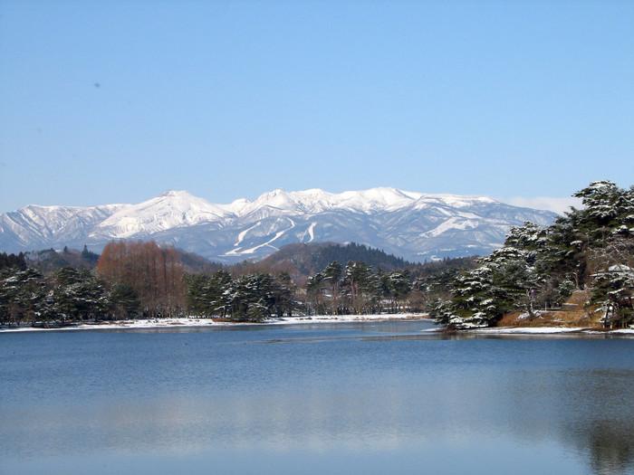 東北の南の玄関口とも呼ばれる白河。 そこには、日本最古の公園と言われる「南湖公園」の美しい自然が広がります。