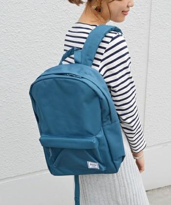 ベーシックでカジュアルなデザインが魅力的なハーシェルサプライのリュック。とても軽いので、荷物の多い赤ちゃんとのお出かけに嬉しいですね。