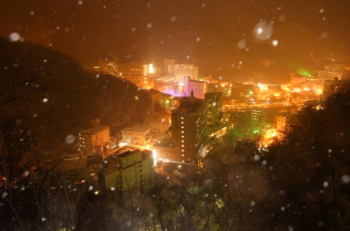 安政5年に開湯したといわれる登別温泉。北海道一泉質が豊富な温泉だそうです。