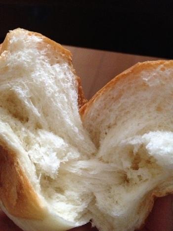 ぎゅーっと詰まった中身に、もっちりさっくりふわふわ…。 美味しすぎて表現に限界が…とにかくとっても美味しいパン。 引きの強いお腹も満足するどっしりとしたパン。