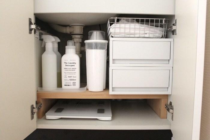 無印の人気商品ポリプロピレンケースは、大小様々な大きさが展開されていて使い勝手抜群の収納グッズ。洗面台の下にもすっきりと収まり、その他のアイテムを白色で統一すればナチュラルで清潔感のある空間に。