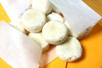 サク、ホロっとした上品な味わいが人気の「和三盆ボーロ」。全て手作業で、ひとつひとつ丁寧に作られています。