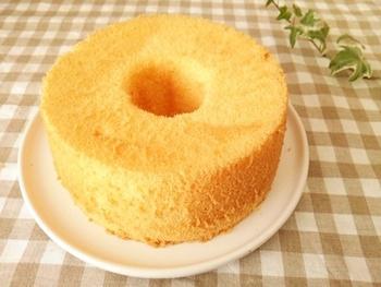 シンプルな材料で作る米粉のシフォンケーキ。米粉や卵の美味しさがそのまま伝わってきそうです。