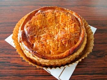 このパイの最大の魅力は、りんごの味。収穫したてのりんごを直ぐにシロップ煮にしたものだそうで微妙な酸味が楽しめます。隠し味は、発酵バターとシナモン。上品な大人の味わいです。