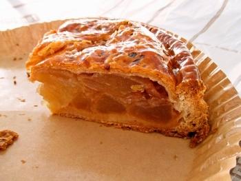 さくさくのパイ生地とぎっしり詰まったりんごのハーモニーは言わずもがなばっちです。 1つ¥3500の値打ちは十二分にある、アップルパイです。