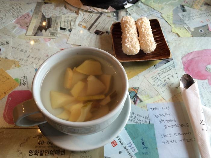 そのほかにも「柚子茶」「生姜茶」「カリン茶」などさまざまなお茶があります。おいしいだけでなく、健康効果も抜群なんですよ。その日の自分の体調に合わせて、お茶をセレクトするのも良いですね。