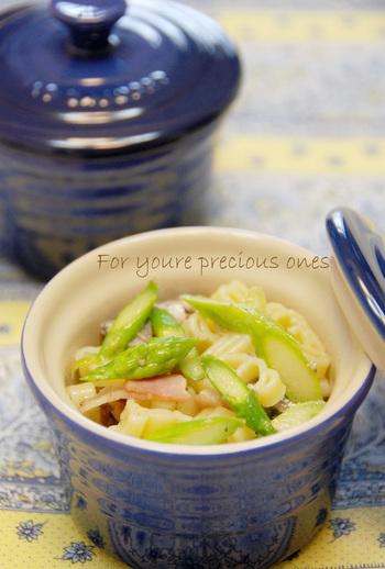 マヨネーズは使わず、オリーブオイルとレモン汁、塩こしょうとシンプルな味付けのレシピ。シャキシャキ食感のアスパラガス。炒め物も良いですが、サラダにしても美味しいですよ。