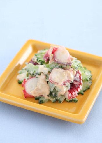 夏野菜のゴーヤは、夏バテ=疲労回復に効果的な野菜です。タコと合わせてWの効果を発揮!下処理して和えるだけの冷たいおかず、夏場に便利な覚えておきたいレシピです。